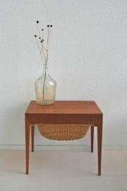 Deens houten opberg tafeltje