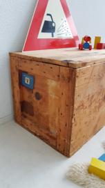 Vintage speelgoedkist grenen – oude scheepskist Holland America Line