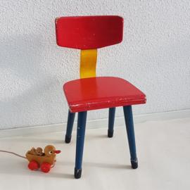 Peuter school stoeltje – hout – rood, geel, blauw - vintage