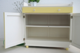 Commode / dressoir van hout - pastel geel - vintage