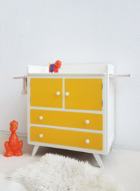 Vintage – sixties commode 10 – okergeel – restyle