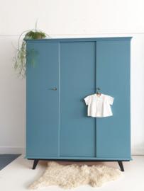Vintage – driedeurs kledingkast Stoer – 62 - restyle