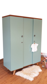 Vintage – 3deurs kledingkast Celadoon- 23 – restyle