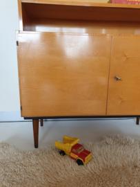 Elegant vormgegeven wandmeubel / boekenkast – vintage