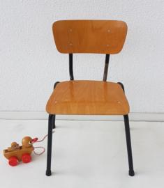 Peuter school stoeltje – gelakt hout 2 - vintage