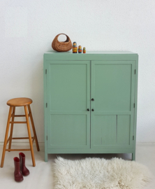 Vintage – kinderkamer kleding/boekenkastje – Celadoon - restyle