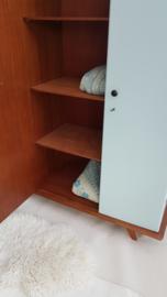 Vintage – kledingkast 4 – vergrijsd zachtblauw met teak – restyle