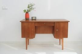 Houten bureau op hoge poten – vintage jaren 60