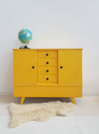 Vintage – ruime sixties dressoir / commode 7 – okergeel – restyle