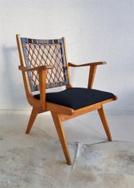 Houten stoel met zwart gestoffeerde zitting - vintage