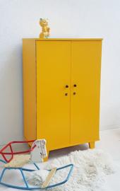 Vintage kledingkast 12 – Okergeel – restyle