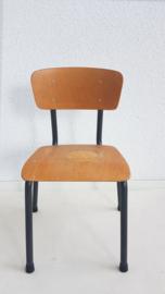 Vintage schoolstoel voor peuter/kleuter – hout en metaal – 02