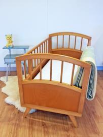 Vintage houten baby ledikantje van Herlag - 12