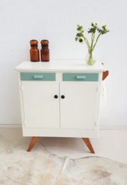 Vintage – fifties commode 4 – celadoon – restyle