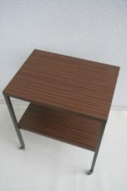 TV tafel met onderblad en wieltjes