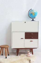 Vintage teakhouten kastje / secretaire – restyle