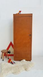 Vintage – houten kastje met legplanken