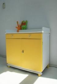 Commode / dressoir van hout – vintage-geel - jaren 50/60