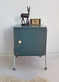 Bed / nachtkastje 2 – industrieel vintage