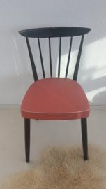 Vintage spijlenstoel - rood skai