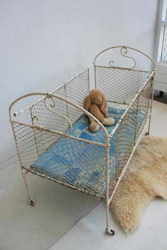 Ongebruikt Vintage ijzeren baby ledikantje - 1 | slapen - verkocht | Studio LR-33