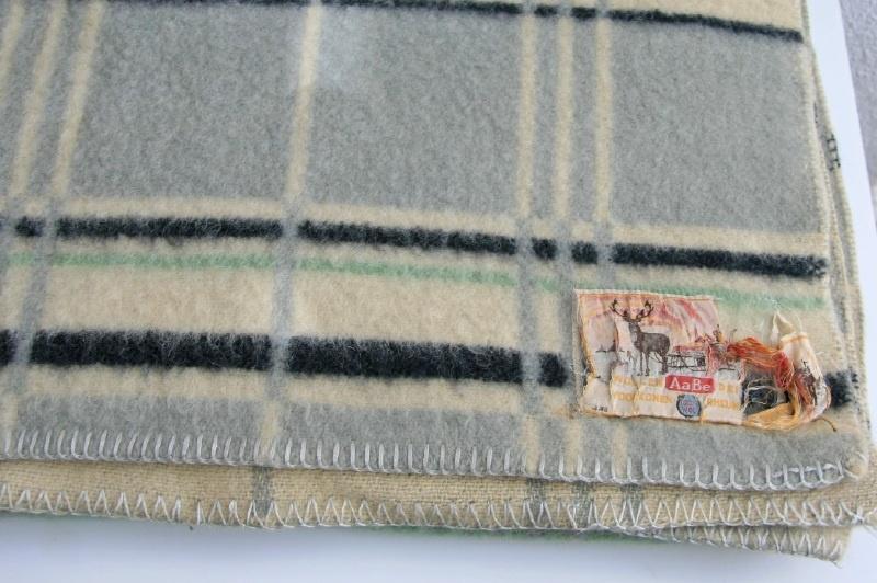 Merk Wollen Dekens.100 Wollen Deken Merk Aabe Vintage Textiel Verkocht