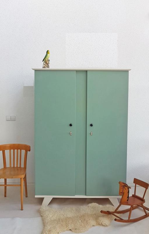 Vintage – kledingkast 5 – celadoon – restyle
