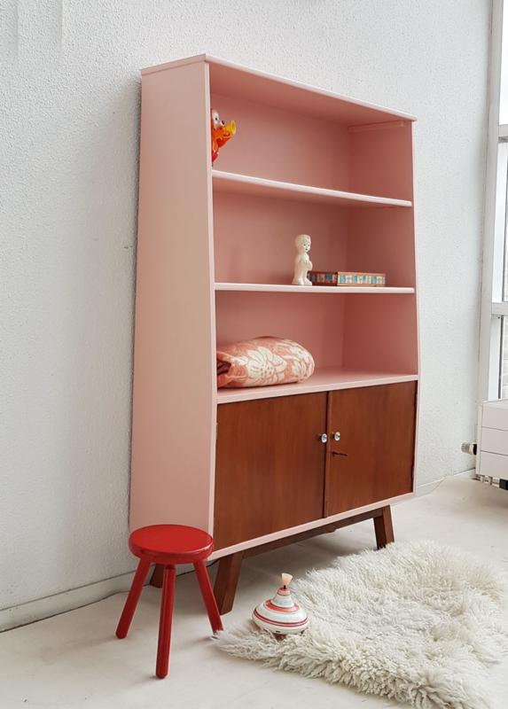 Vintage Boekenkast Op Schuine Poten Blos Restyle