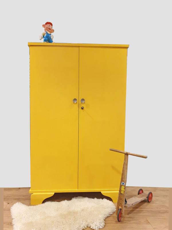 Vintage – tweedeurs kledingkast / speelgoedkast  Okergeel –37 - restyle