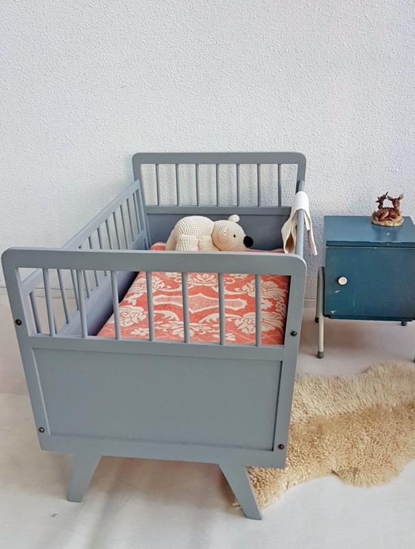 Hoogte Ledikant Baby.Vintage Houten Baby Ledikantje 4 Grijs Slapen Verkocht