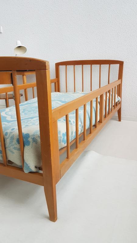 Hedendaags Vintage houten peuterbedje 2 – gelakt hout | slapen - verkocht TP-03