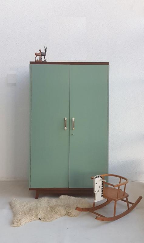 Vintage – sixties kledingkast 2 - celadoon – restyle