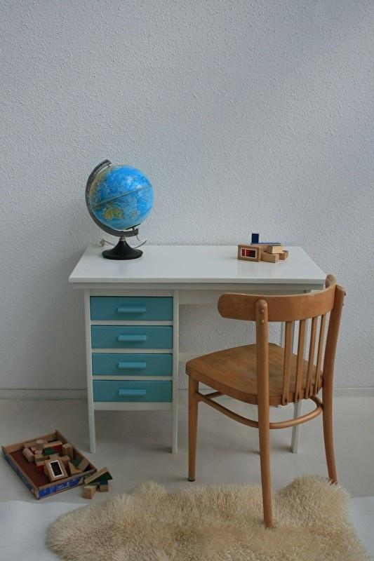 Stoer houten bureau - restyle – vintage