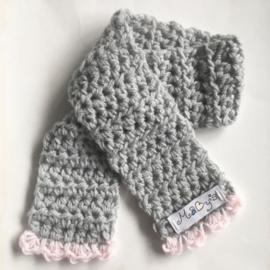 Gehaakte wintermuts en sjaal baby