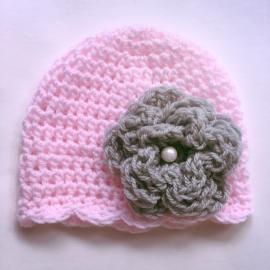 Gehaakt babymutsje - Roze met parelbloem 12 cm grijs