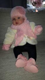 Baby wintermuts met bijpassende sjaal en wantjes - Roze