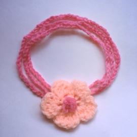 Gehaakt baby haarbandje - Roze met bloem zalm