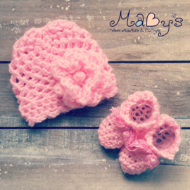 Babymutsje met bijpassende slofjes - Roze