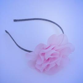 Diadeem grijs met roze chiffonbloem