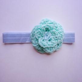 Haarbandje Maby's - Lichtblauw en groen gehaakt met bloem