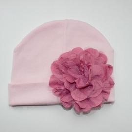 Babymuts - Roze met oudpaarse bloem