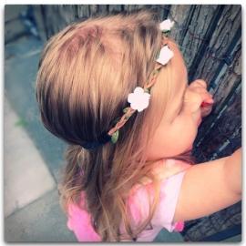 Ibiza haarbandje - Gevlochten met witte bloemetjes