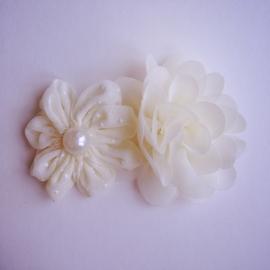 Haarclip - Crème met 2 bloemen