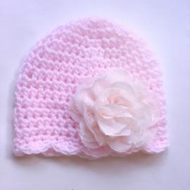 Gehaakt babymutsje - Roze met bloem 10 cm poederroze