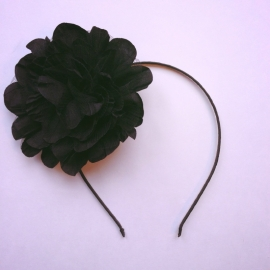 Diadeem met grote bloem zwart