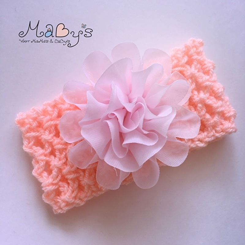 Gehaakt haarbandje Maby's - Zalm/oranje met lichtroze bloem