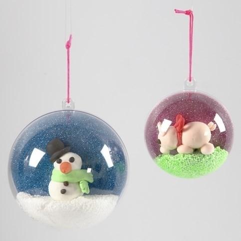 Knutselidee: Glitter Kerstbal met Silk Clay figuur