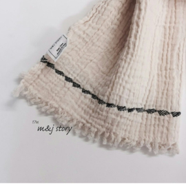 M + J STORY  I  EMBROIDERY MUFFLER  various colours