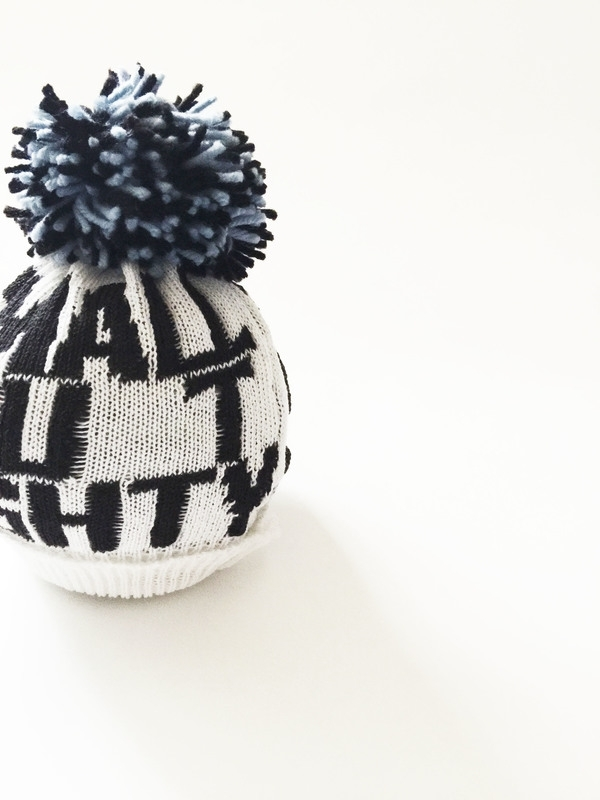 PRJONA PLYM  I  SMALL BUT MIGHTY  knit hat with black/blue pom