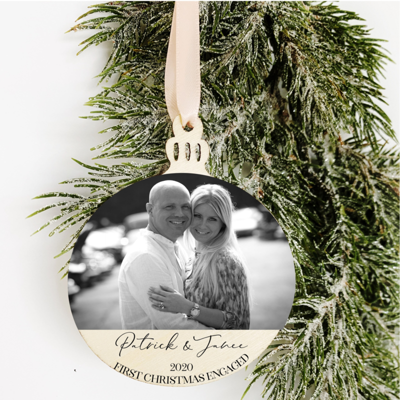 Kerstbal Hanger Hout - First Christmas Engaged